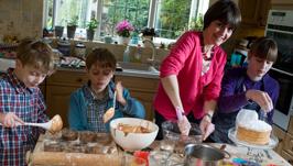 Helping Mum Caroline Job Lunchbox World