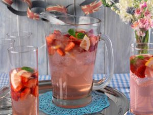 Strawberry Fizz Cocktails