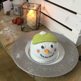 christmas on a shoestring with frozen snowman pudding