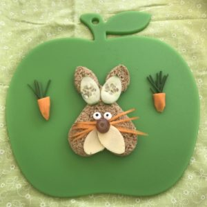 Easter-bunny-sandwich-Lunchbox World-green-board